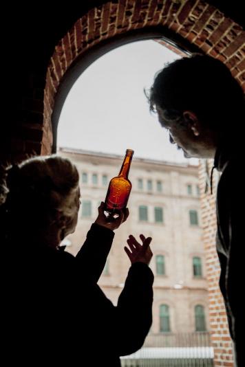 Chcesz zobaczyć jak warzy się piwo w browarach Kompanii Piwowarskiej?  Teraz to możliwe!
